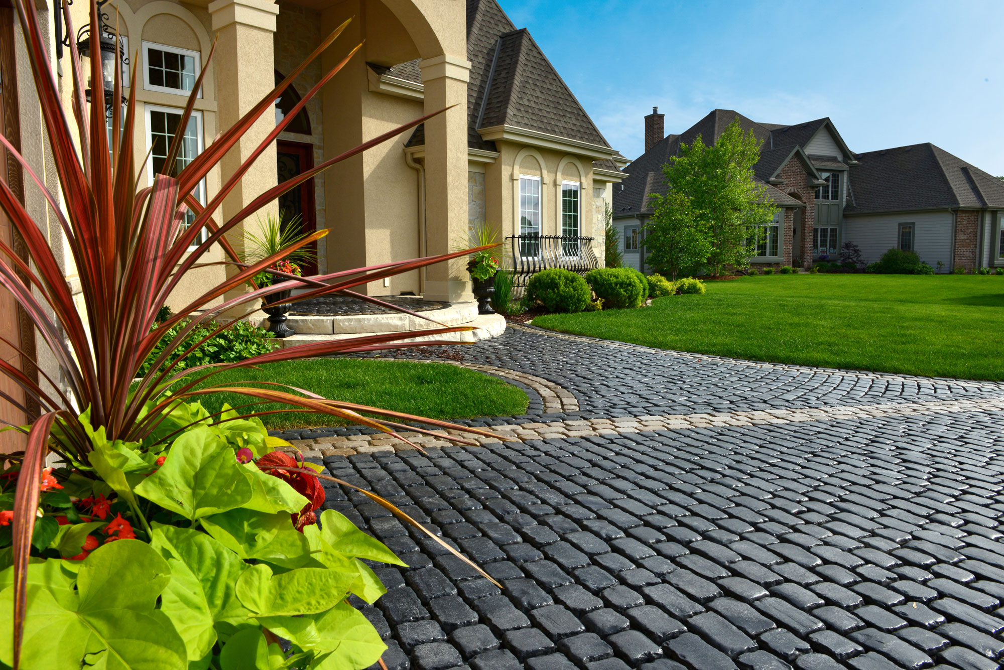 Interlocking Driveway Pavers For Creating A Warm Welcome