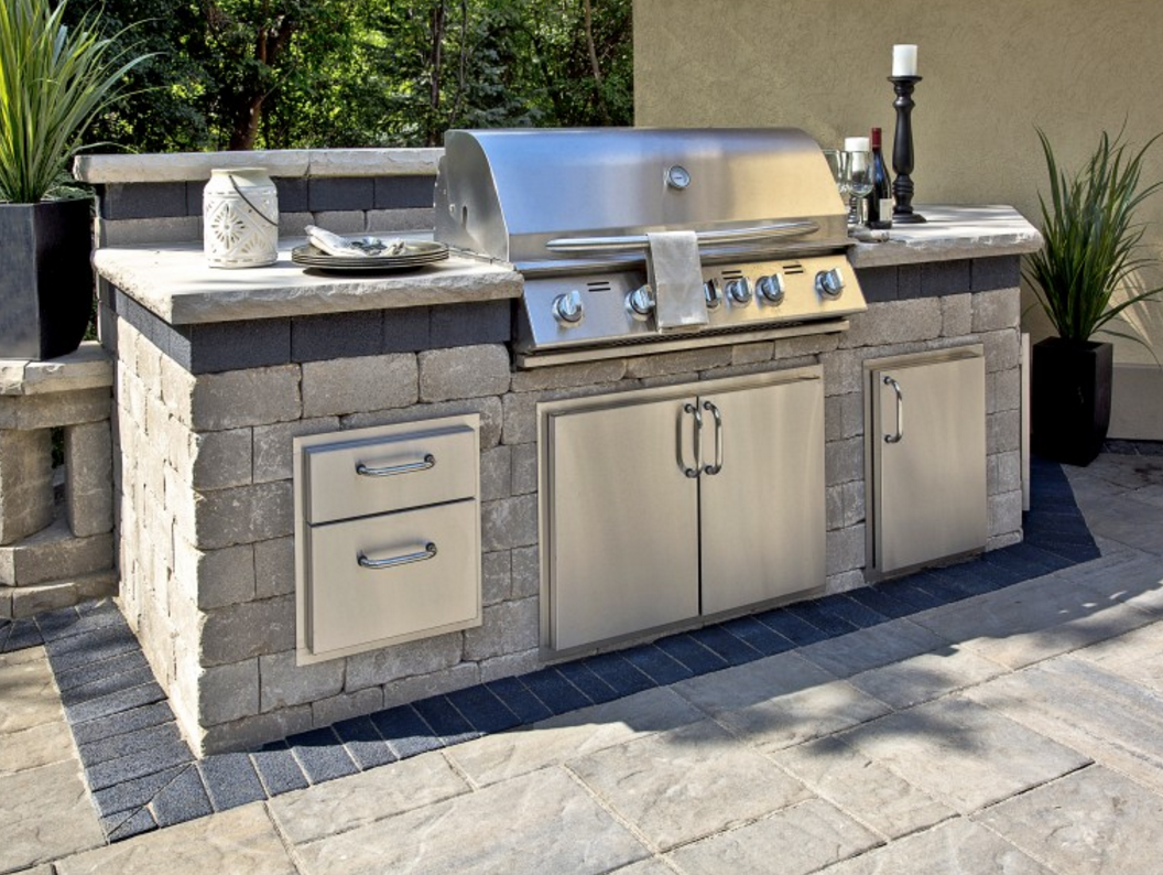 10 outdoor kitchen designs sure to inspire unilock for Outdoor kitchen cabinets plans