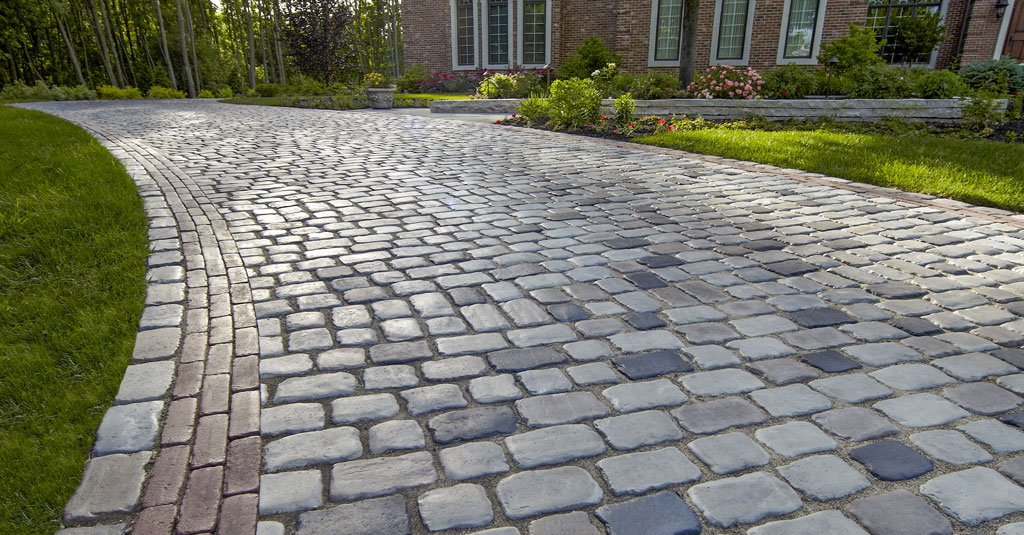 Courtstone-Paver-Driveway