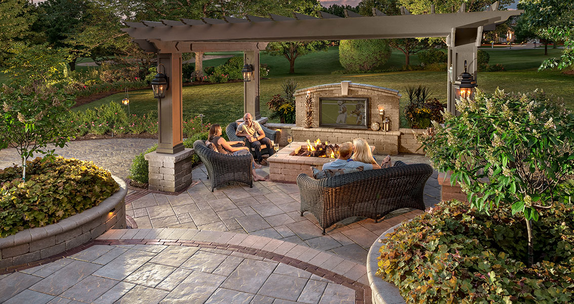 Patio Design Ideas Using Concrete Pavers For Big Backyard
