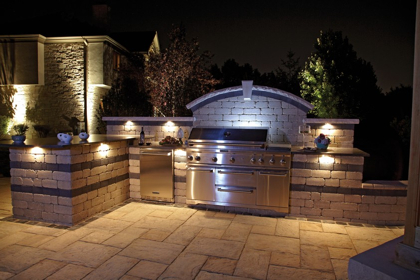 10 outdoor kitchen designs sure to inspire unilock for Outdoor kitchen wall ideas