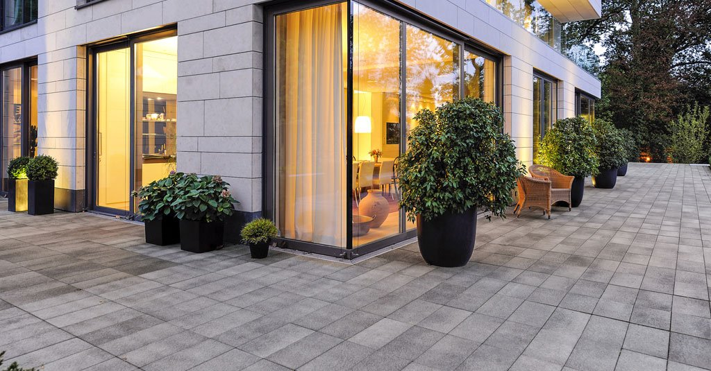 4 things to consider when choosing professional paving for How to choose a building contractor
