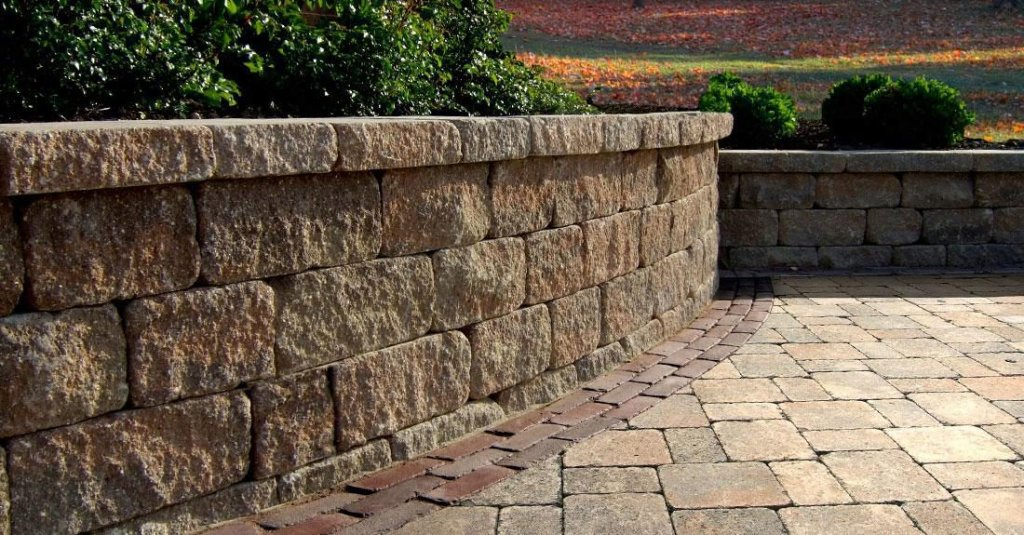 4 timeless finishes for your new hampshire retaining wall for Landscaping rocks wellington