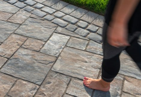 Unilock driveway with flagstone-textured Thornbury EnduraColor pavers, and Courstone border