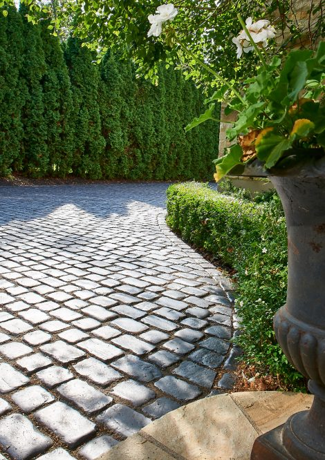 Unilock driveway made of Courtstone Elegance heritage pavers
