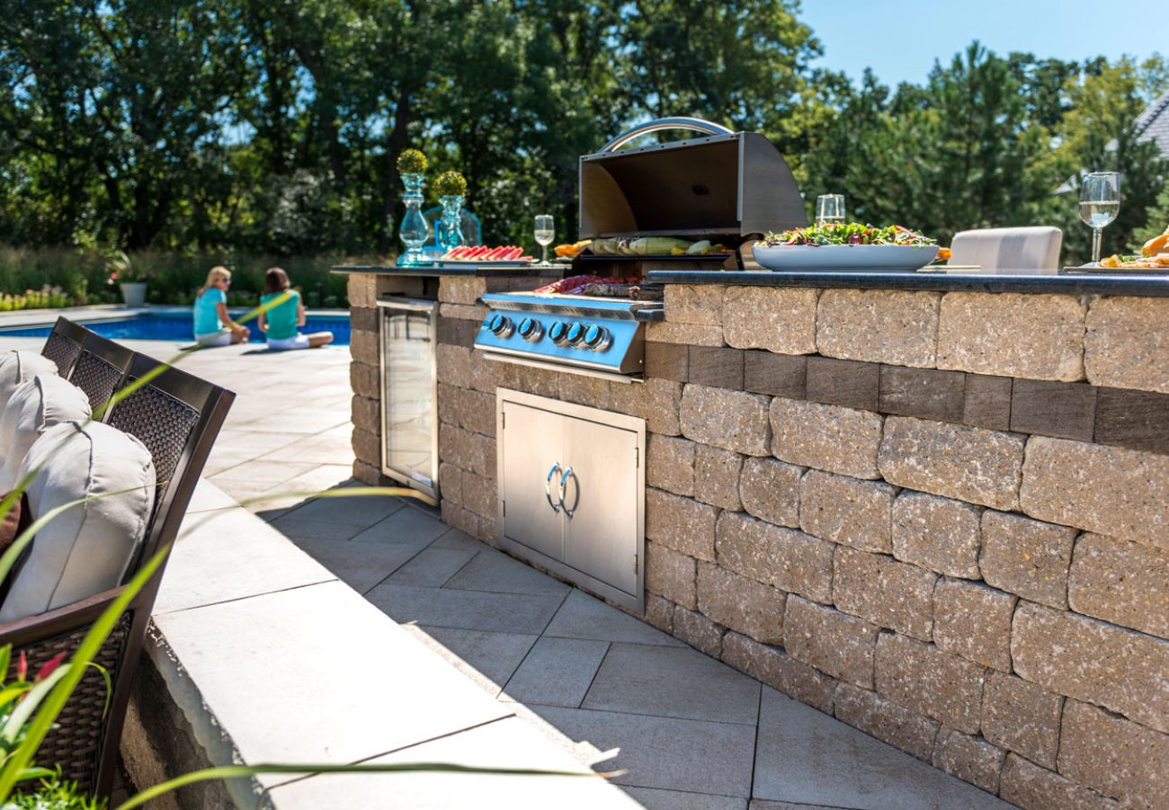 Unilock Outdoor Kitchen with Estate Wall grill island and Umbriano paver patio