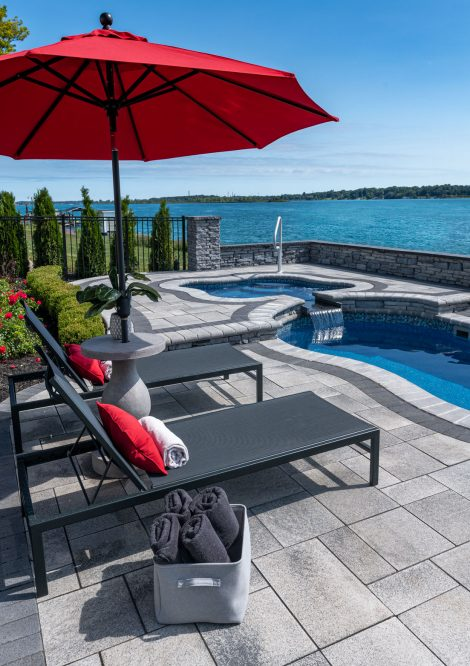 Unilock Umbriano paver pool deck with Rivercrest Wall and pillars