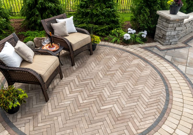 Antiqued Unilock patio using Mattoni EnduraColor pavers, with Brussels Premier border