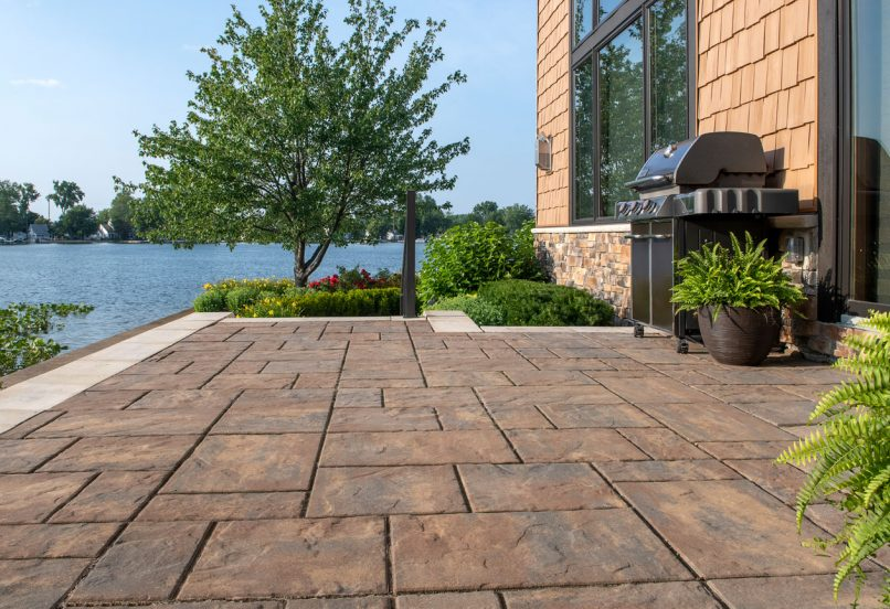 Unilock Beacon Hill Flagstone EnduraColor paver patio