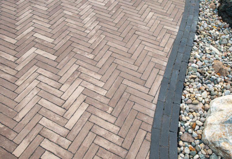 Close up of Unilock Mattoni antiqued walkway