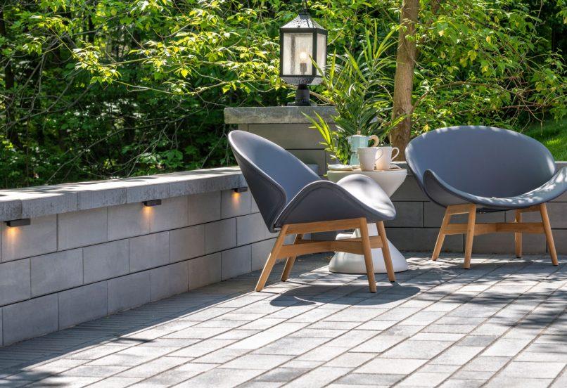 Unilock U-Cara seat wall and pillar with Artline plank paver patio