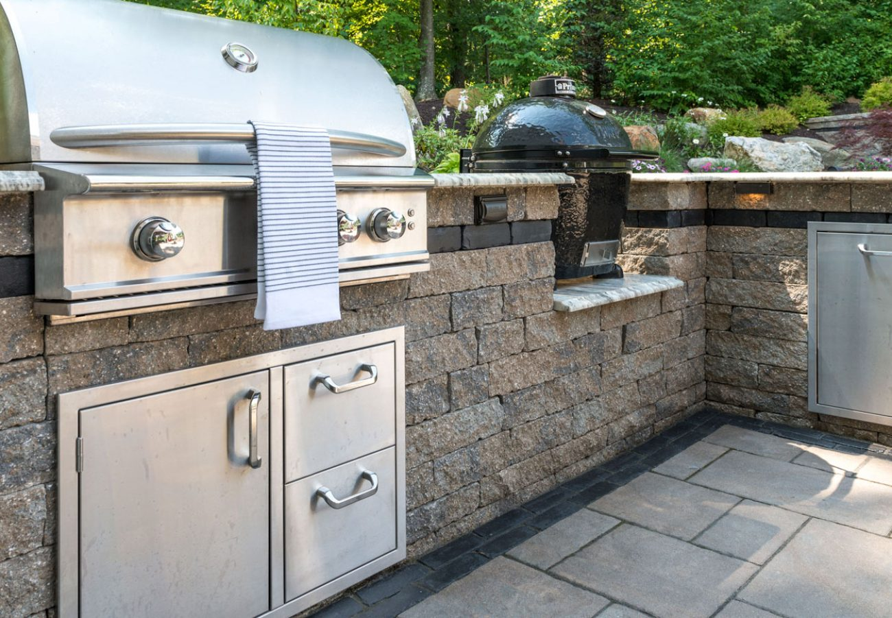 Outdoor Kitchen built with Unilock antiqued Estate Wall, surrounded by Beacon Hill Flagstone pavers