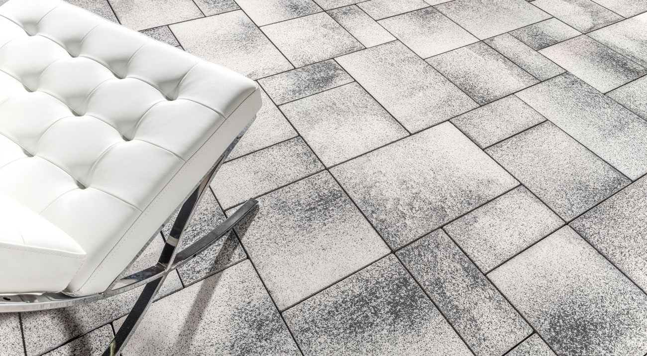 Contemporary Unilock Umbriano paver patio