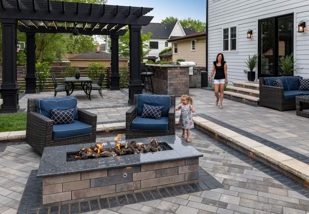 Bristol Valley Patio with Artline pavers around the Lineo Dimensional Fire feature