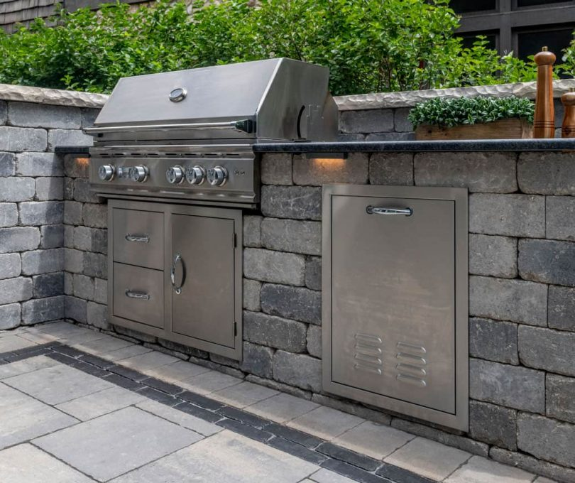 Outdoor Kitchen built with Olde Quarry wall