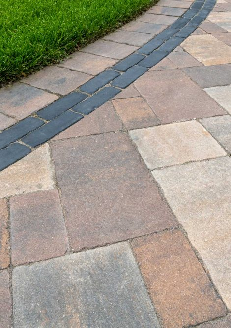 Close up shot of a Brussels Premier Driveway with a Copthorne accent