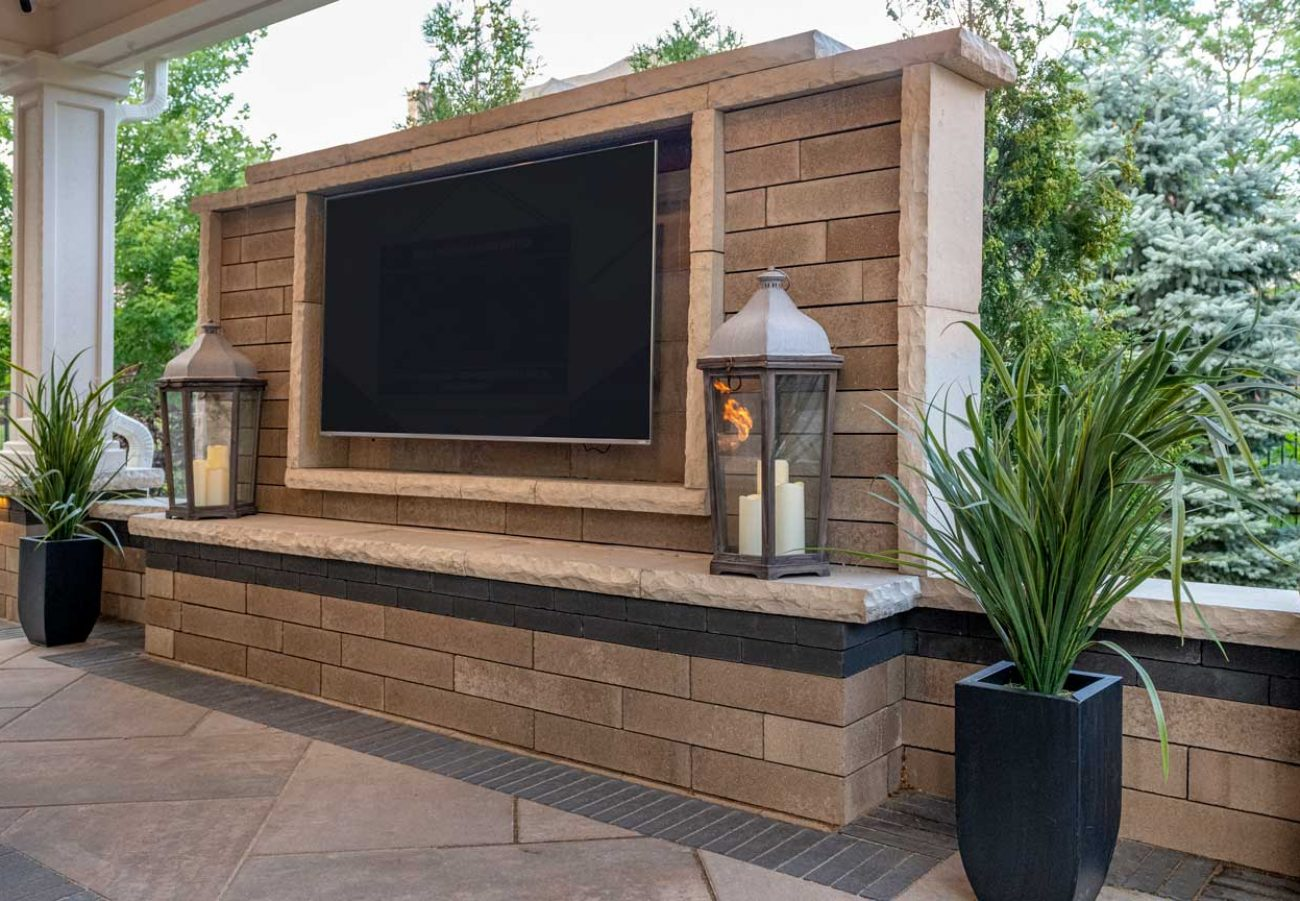 Lineo Dimensional Wall with accent colour and Beacon Hill Smooth Patio